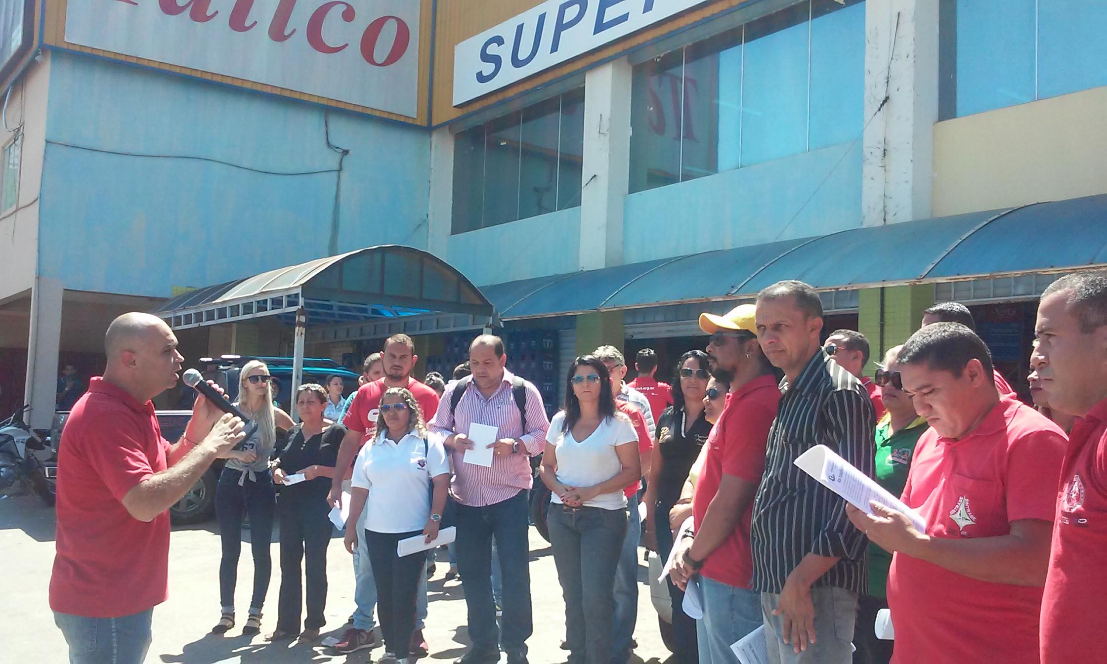 89e2b505e Demitidos do Tatico protestam em Samambaia contra calote da empresa ...