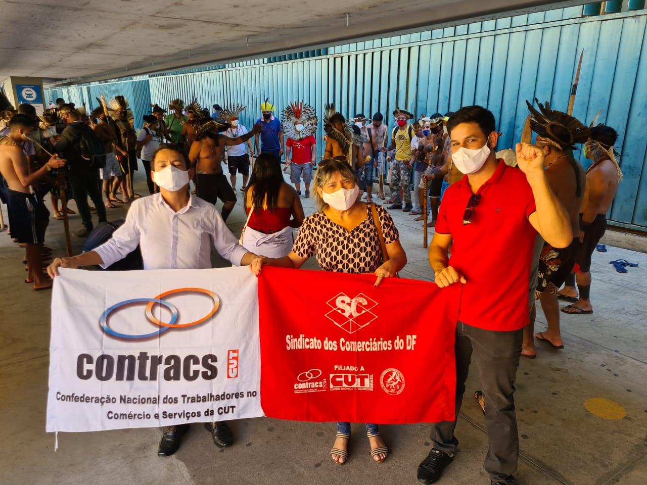 Trabalhadores no comércio dizem #NãoAPEC32 sobre a reforma administrativa